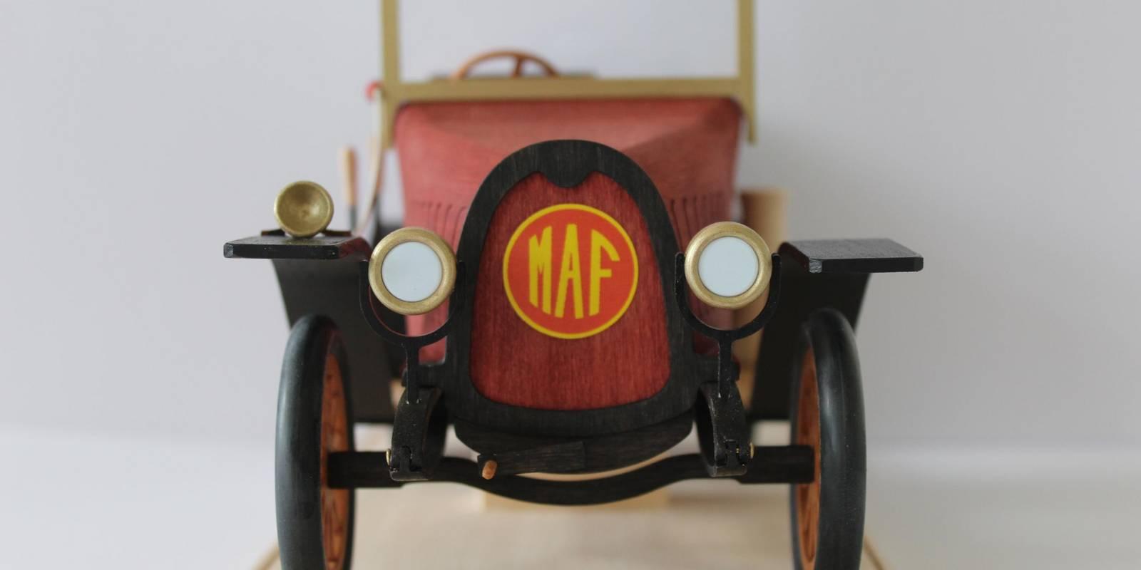 MAF Typ F5, originalgetreues Markranstädt Automobilfabrik-Modell aus Holz für 74 Euro